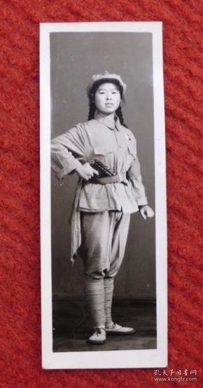 文革时期老照片,原照--女兵--收藏夹相册
