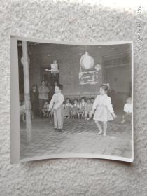 黑白老照片(表演节目1)