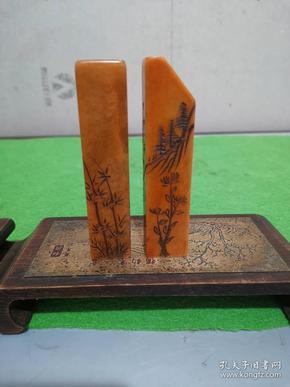清代遗留下来的真品硬度极高寿山玉石刻禅字佛教印章,刻工深凹,玉质温润,四面满工花卉山水,经常使用,光滑度强的老印章二枚