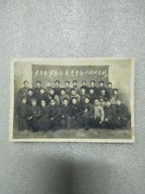 大丰县革委会教肓革命宣传队合影(手拿红宝书、佩戴像章)