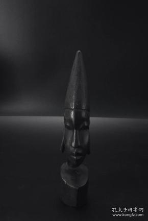 (P2198)《坦桑尼亚乌木摆件》一个  尺寸:5.7*8*30cm  风格独特  品相描述:有破损