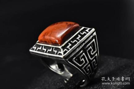 (P2097)《南红饰品》戒指1只 纯天然 南红戒面尺寸:12.7mm戒指大小可调整 总重量9g 。