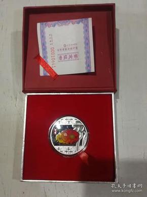 2019年猪彩色镀银纪念章直径40毫米沈阳造币厂