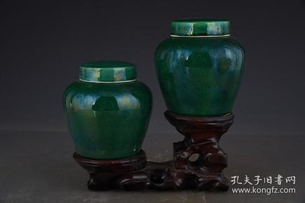 明成化绿釉暗刻龙纹天字罐