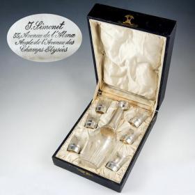 法国19世纪古董纯银水晶蚀刻酒具套装 这是一套法国米内尔夫950纯银酒具套装,标注密涅瓦女神银标,法国著名银器和珠宝制作商阿道夫.弗洛尼制造,原盒原装,非常罕见。