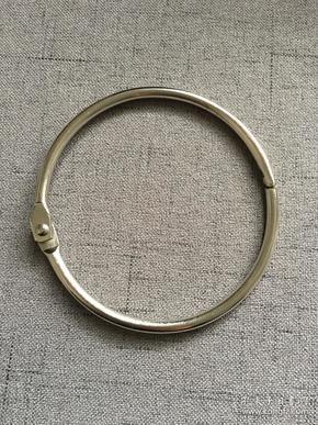 钢圈 穿钱神器 古钱币铜钱字钱裸币固定 直径是8cm,内径7.5cm,钢圈较粗,非常不错,拿取都非常方便