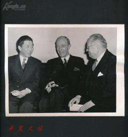 1943年 中华民国驻美大使魏道明与英国和苏联大使  合影照片  HXTX109488