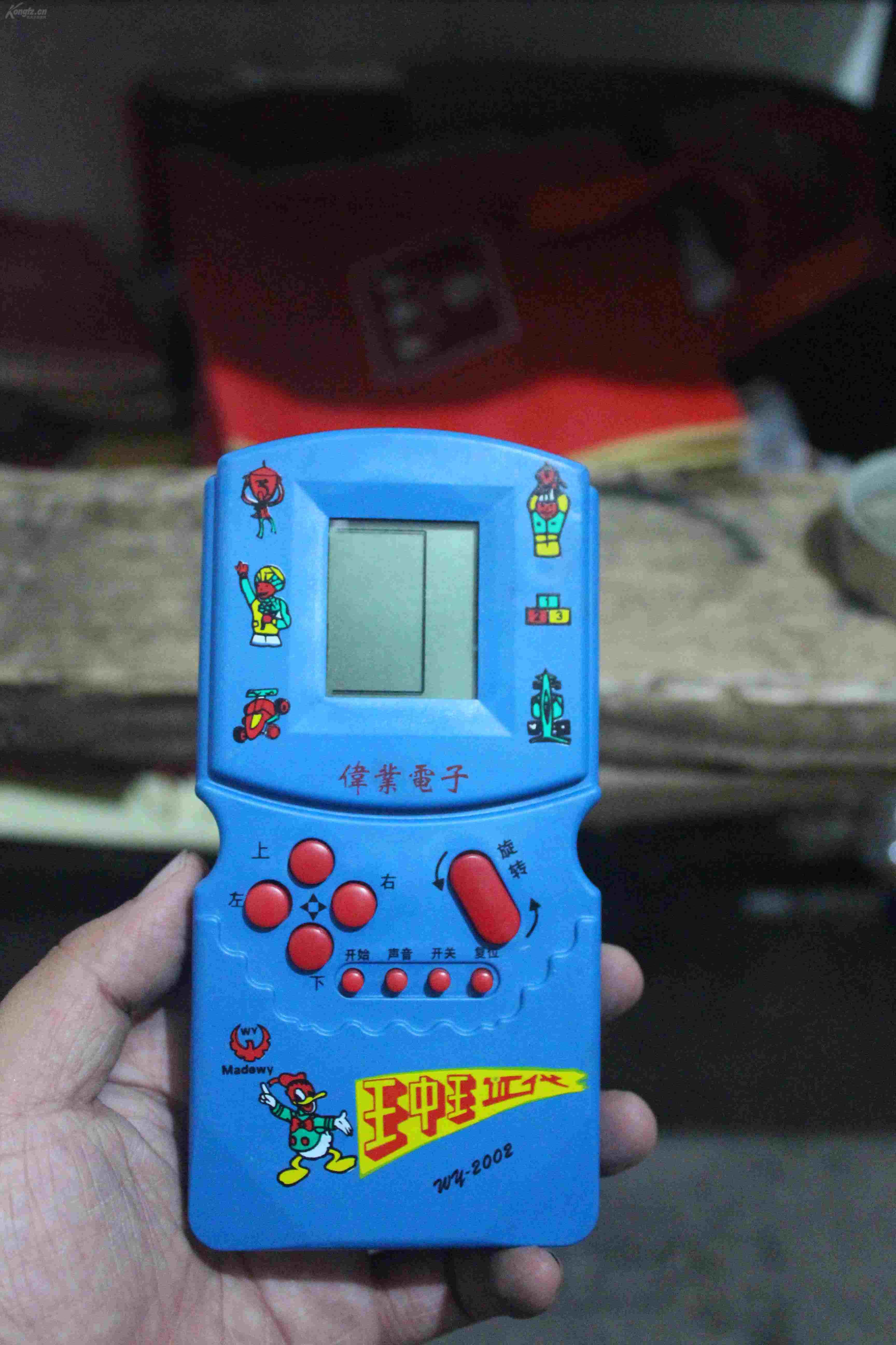 稀见品,现在很少能见到,80后的回忆——手柄游戏机.