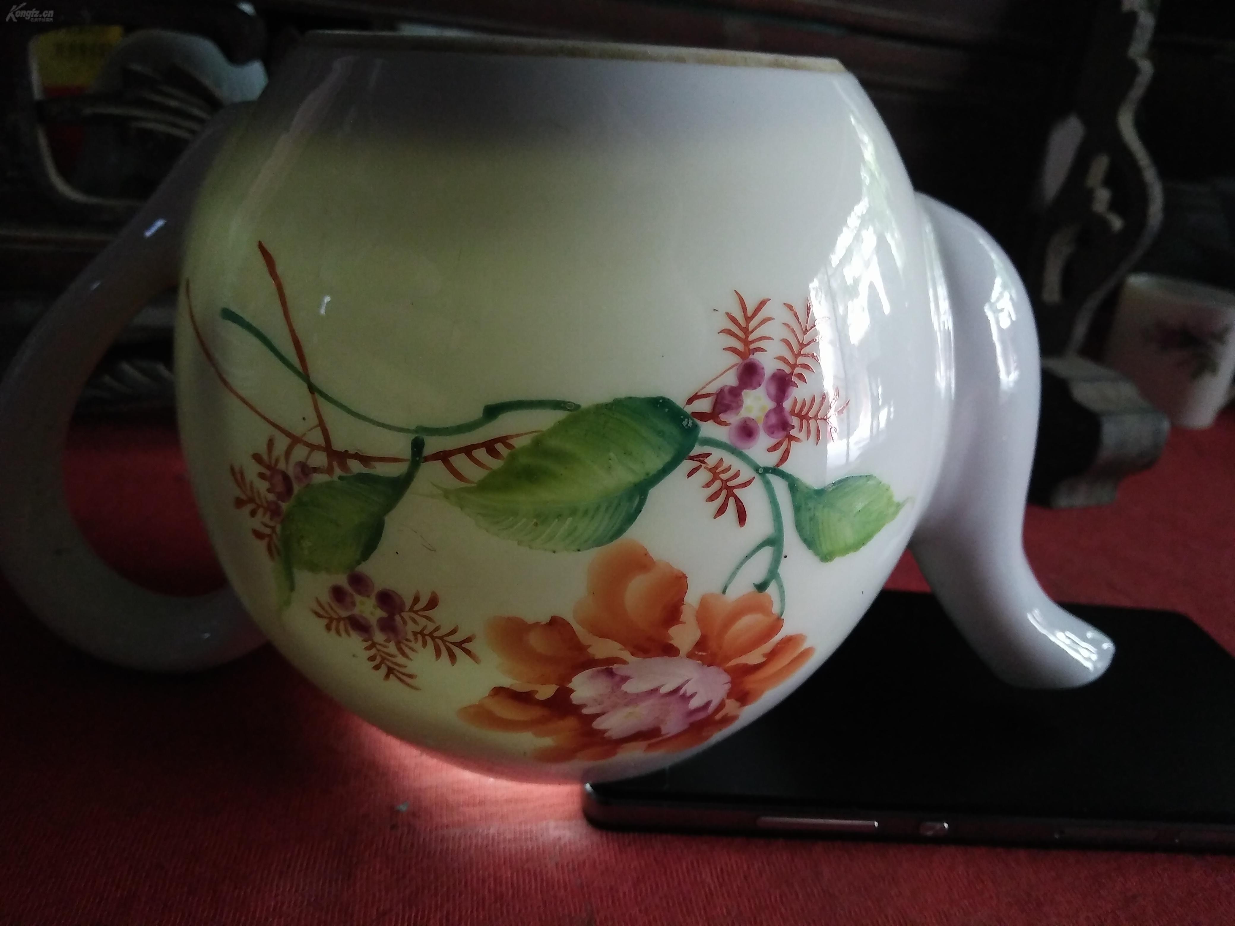 这是湖南醴陵文革期间,为出口创汇专门用来制作的一批出口瓷器