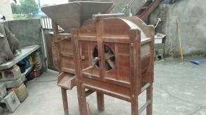 包老,八十年代纯手工打制,农用全实木风车一部,很完整,难得的老物件;