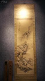 10922 (转店铺) 带原木盒的红木轴头绢本名家手绘山水人物  包老包真! 木盒内长62厘米