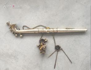 白铜鎏银龙凤烟枪一杆,长约36cm,配件完整,重约400克'