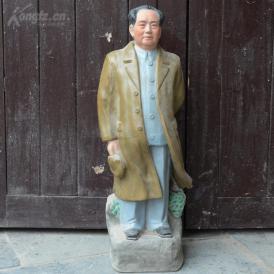 建国初景德镇手工雕刻彩绘毛主席瓷像一尊,高约69cm;