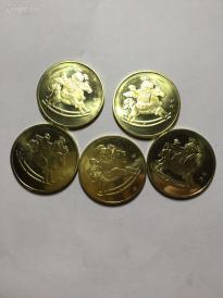 全新马年纪念币五枚合拍,送水晶盒!