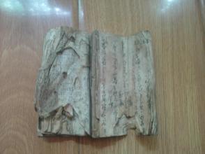 日本文献   稿本   应该是200年前左右日本诗词手稿本 袖珍本共44页88面   因是草书兼有日本字本人不识只是猜测不做依据 请识者自鉴 有残缺无头尾