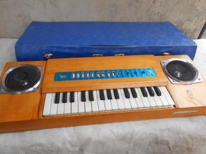 原装电子琴,用电池的不知响不响(确定想要再拍,拍后不悔)