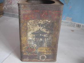 民国开设在天津百年老店---【正兴德茶叶荘】超大方形铁制茶叶桶一个,绿竹商标、帆船、亭阁美景等图案。