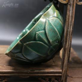 纯手工雕刻绿釉莲花碗一个;
