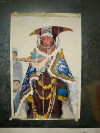 西安美院收到的很漂亮的彩墨画,少数民族盛装,漂亮。装个框,很有档次的装饰。