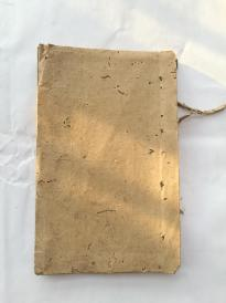 手抄戏本王府祝寿,抄了三个筒子页,后面全是空白页。全是用民国的空白查报单反面折成的空白页,很罕见