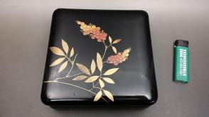 N 0279  (转店铺)  木胎金莳绘正方形漆盒    包老!