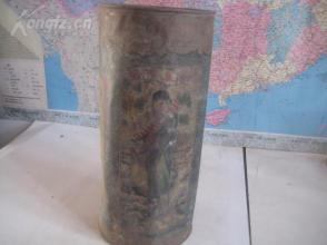民国开设于山东桑园镇乾粉市街百年茶庄----【德兴茶庄】大号铁质茶叶桶一个,民国美女,鹿松风景等图案。