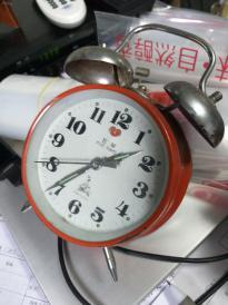五羊闹钟,,好的,走的好好的,有闹铃。红色好看。
