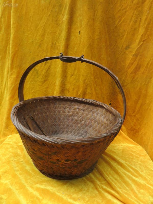 竹编手提篮子一个19032307
