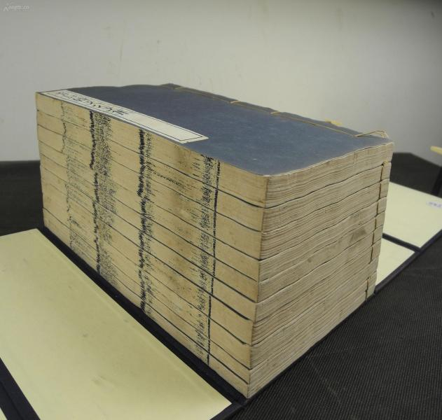【藍印珍本】民國文祿堂藍印本【音註韓文公文集 】四十卷 【音註韓文公文外集】 十二卷原裝原簽一函10厚冊一套全,此書為白紙印本,原裝原簽,開本宏闊,品相極佳。書中字體皆為藍印,印製精良。該書底本為宋刻孤本,今存國家圖書館,是宋代浙刻中的精品。品極佳。