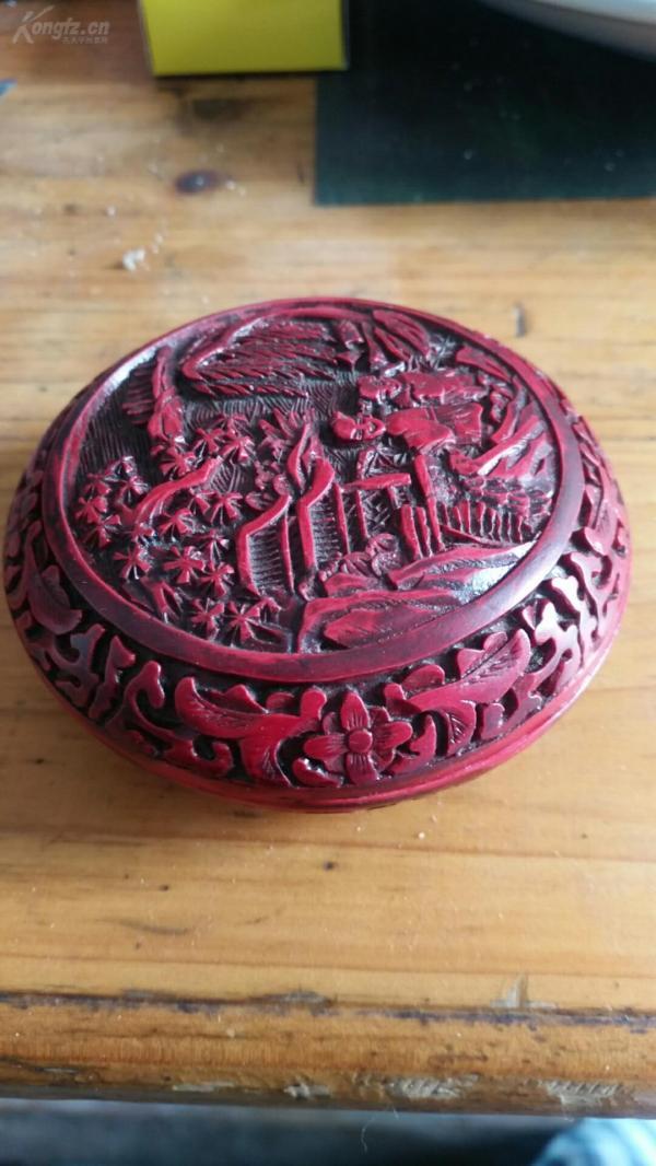清代漆器雕花胭脂盒