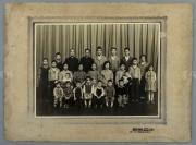 上海中亚照相馆拍摄 全家福合影老照片 一大枚 (照片粘于卡纸之上,整体尺寸:22*29.7cm) HXTX112939
