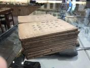 線裝古舊書籍 清代木刻版《景岳全書》一套24本全 是張景岳畢生治病經驗和中醫學術成果的綜合性著作。共64卷,100多萬字。全書包括傳忠錄、脈神章、傷寒典、雜證謨、脈神章、雜證謨、婦人規、小兒則、本草正、外科鈐和古方八陣、新方八陣等部分,將中醫基本理論、診斷辨證、內外婦兒各科臨床、治法方劑  HJ