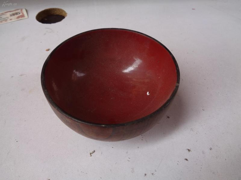 One wooden bowl, 7cm high, garden-shaped, good quality as shown.
