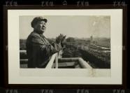 1966年 呂相友攝 毛主席在天安門城樓檢閱十萬紅衛兵照片一大張(尺寸:39*57.8cm)HXTX119836