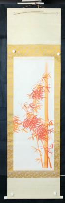 kw106s101【日本回流】原裝舊裱 日本當代花鳥畫家 春波絹本手繪《朱砂竹子圖》一軸(原裝精裱,畫芯尺寸:107*40cm,鈐?。捍翰ǎ。? onerror=