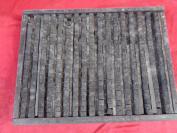 老刻字板一块,共有活字390个字,长16cm宽34cm厚4cm,品好如图、