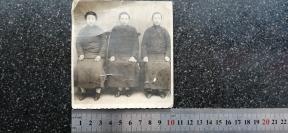 38)老照片《满洲三女眷》11X10.2