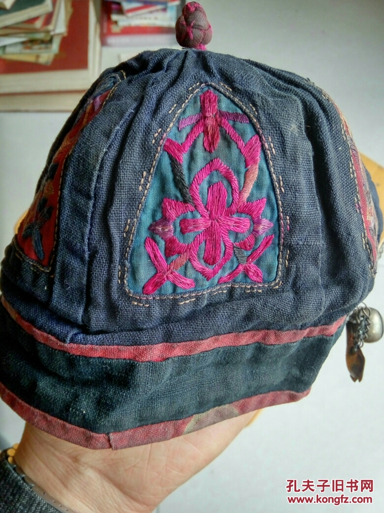 民国手工小孩帽子:有很多纯银饰品(应该是晚清到民国之间)包老包真