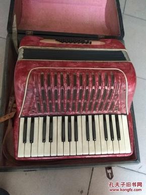 不知啥牌子的红色手风琴