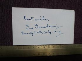 【美國著名抒情詩人艾拉?格什溫(Ira Gershwin)1974年親筆簽名贈言冊頁】其為美國著名作曲家喬治?格什溫的哥哥,喬治作曲,艾拉填詞,兄弟二人合作了不少膾炙人口的作品。