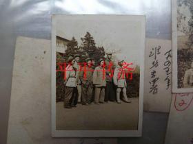 一九四九.四.初攝于濟南齊魯大學合影照一張(兩寸原照6*5.5CM)