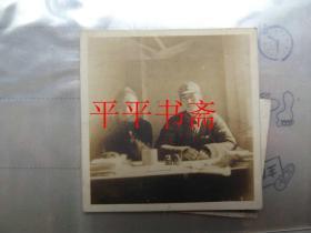 民國八路軍軍官雙人合影照一張(一九四五.十二.于惠民.左.王明時同志)兩寸原照5.7*5.5CM