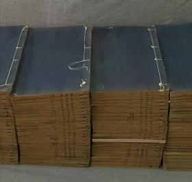 """清同治""""成都書局""""摹刻殿版《前四史》原裝100冊全,開本極闊:34.5/21.3cm川皮紙精刻初印,摹印精良,煌煌100冊品相上佳,""""前四史""""是""""二十四史""""中的前四部史書,即為前四史四本書。包括西漢史學家司馬遷的《史記》、東漢班固的《漢書》、南朝范曄的《后漢書》以及西晉陳壽的《三國志》。"""