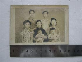 約五六十年代老照片 全家福 7人