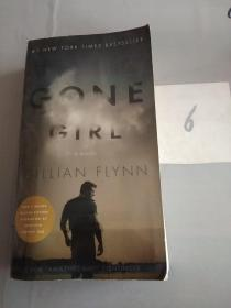 Gone Girl (Mass Market Movie Tie-In Edition)  A(书脊轻微走形)