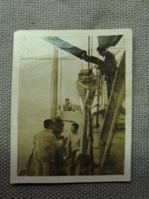 紅色收藏:黑白老照片 民國《長江 汽輪船  民船》一張!尺寸:5.2厘米*4.5厘米