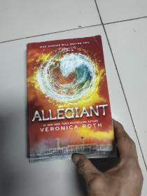 Allegiant (Divergent Trilogy #3) (International Edition)[分歧者系列3:忠诚者]