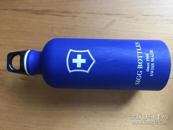 sigg希格运动冷水壶户外男女便携大容量健身水杯便携夏天0.6L   深蓝色