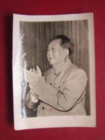 文革照片:毛主席在九大上.