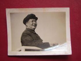 文革照片:毛主席在天安門城樓...